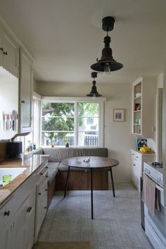 eat-in kitchen from apartment therapy
