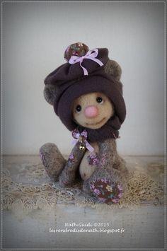Loolie, petit ours de collection en laine feutrée, bonnet brun : Accessoires de maison par les-vendredis-de-nath