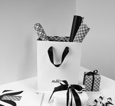 32 Beautiful Designs of Paper Bags With Brand Identity-10