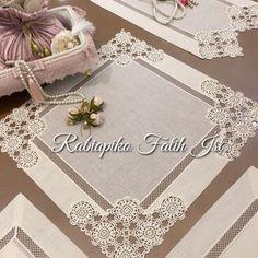 No photo description available. Crochet Home Decor, Happy Flowers, Pakistani Dress Design, Crochet Tablecloth, Crochet Lace, Doilies, Textiles, Diy And Crafts, Napkins