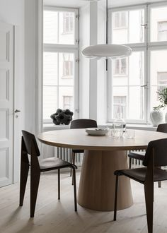 Home sweet home Stockholm Apartment Styled by Lotta Agaton Design. architecture Agaton Apartment Design Home Lotta residential Architectural Style Stockholm Styled sweet Visual Interior Design Living Room, Living Room Decor, Interior Decorating, Kitchen Interior, Dining Room Inspiration, Interior Inspiration, Dining Room Design, Dining Rooms, Dining Chairs