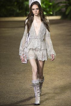 Sfilata Elie Saab Parigi - Alta Moda Primavera Estate 2016 - Vogue 44caa41a1fb