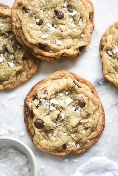Milk Bar Salted Chocolate Chip Cookies by foodiecrush: This is the fastest, homemade chocolate chip cookie ever and comes together in just one bowl, no mixer required. It's a soft and chewy cookie wit (Homemade Chocolate Chip) Best Chocolate Chip Cookies Recipe, Homemade Cookies, Chocolate Cookies, Chocolate Bowls, Mini Chocolate Chips, White Chocolate, Just Desserts, Delicious Desserts, Gastronomia
