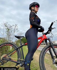 Bicycle Women, Road Bike Women, Bicycle Race, Bicycle Girl, Lady Biker, Biker Girl, Musa Fitness, Cycling Girls, Cycle Chic