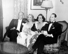 Joan Crawford, Mitchell Leisen, Virginia Bruce et Franchot Tone à l'Hôtel Beverly Wilshire pour le Bal Mayfair, en avril 1936.