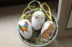 Ein niedliches 3er Set mit Serviettentechnik gestalteter Holzeier.    In diesem Set sind enthalten:  1x Ei Nr 4: Hase weiß  1x Ei Nr 5: Biene weiß  ...