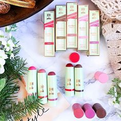 ✨ New Blog Post✨ 'Tis the season to ...multitask! Meet @pixibeauty MultiBalms! 💚  I have received these a few months ago under NO obligation to review (a BIG thank you to Linda @silverkis and @pixibeauty )! 🎁  But I've been relying on these so much during this hectic holiday season 🎄 and, spoiler alert 🚨, been so pleasantly surprised by the innovative cream to powder formula, that I felt compelled to review them for you. :raisi