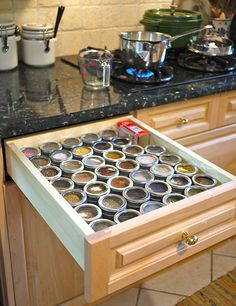 Spice Drawer -- creamofwheat.com #creamofwheat #kitchen #organization