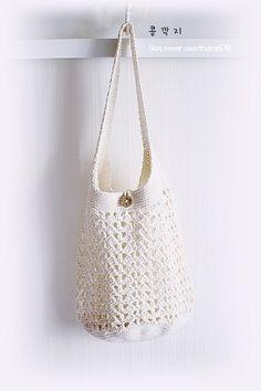 코바늘 가방 2종 ( 도안 ) / 크로셰 네트백 : 네이버 블로그 Crochet Clutch, Crochet Handbags, Crochet Purses, Love Crochet, Diy Crochet, Pochette Diy, Knit Basket, Crochet Magazine, Boho Bags