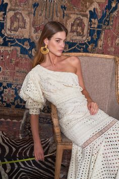 LOVE this look--Johanna Ortiz Pre-Fall 2019 Collection - Vogue Fall Fashion Trends, Autumn Fashion, Trending Fashion, Fashion Spring, Fashion Ideas, Kaftan, Belle Silhouette, Fashion Show Collection, Fashion Over