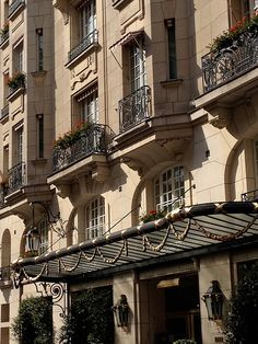 Paris | Le Bristol: Without any doubt the landmark for understated luxury in Paris.