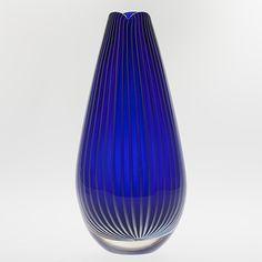 "VAS, glas, ""Vuokko"" signerad Nanny Still Riihimäen Lasi. Glass Design, Design Art, Yves Klein Blue, Nordic Design, Glass Collection, Finland, Modern Contemporary, Art Decor, Glass Art"