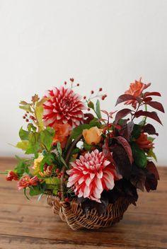 love this flower arrangement...