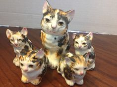 VINTAGE MAMA CAT AND KITTENS SALT & PEPPER SHAKERS