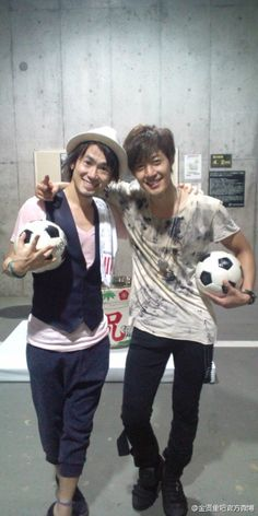 Kim Hyun Joong !!  Together with Kim Hyun Joong for Double Fantasista Saitama Concert Live  First time performing live with soccer friend Kim Hyun Joong, felt very happy, after Live yes! (victory sign) - Naoto Inti Raymi's Blog 071412