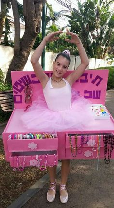 Jewelry Box with dancing ballerina Costume~ very clever idea!  :) Purim Costumes, Diy Halloween Costumes For Kids, Creative Costumes, Homemade Halloween, Cute Costumes, Carnival Costumes, Halloween Cosplay, Halloween Party, Happy Halloween