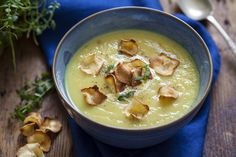 This fragrant soup has a yogurt creaminess and subtle spicing, with a sweet undertone of apple. It's the perfect complement for any sunny day. Veggie Recipes, Real Food Recipes, Soup Recipes, Parsnip Recipes, Cooking Recipes, Eat For Energy, Parsnip Soup, Clean Eating Challenge, Soup Kitchen