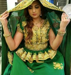 Trendy Dresses, Fashion Dresses, Prom Dresses, Traditional Fashion, Traditional Dresses, Arabic Wedding Dresses, Henna Party, Mehndi Designs, Marie