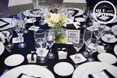 Mesa de invitados - Centros de mesa, obsequios en cada ubicación,menúes personalizados, posa vaso personalizado.