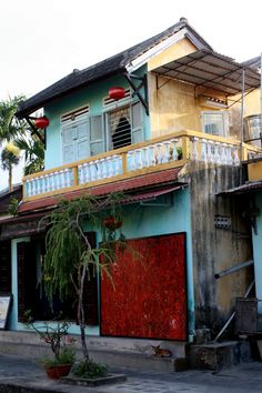 From shopfronts to homes and temples, Hoi An is bursting with colour