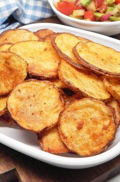 Baked Potato Slices, Baked Potato Oven, Oven Baked Sliced Potatoes, Potato Chips In Oven, Potato Chips Homemade, Potato Spuds, Oven Baked Chips, Fried Potato Chips, Potato Wedges Baked