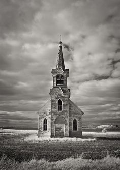 Faith In The Fields II Abandoned Church near Sisseton , South Dakota - Abandoned - Best Tattoo Ideas Abandoned Buildings, Abandoned Mansions, Abandoned Places, Old Buildings, Abandoned Castles, Old Country Churches, Old Churches, Country Barns, Sacred Architecture