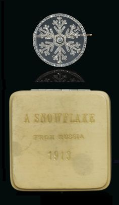 FABERGÉ - A VERY RARE ANTIQUE DIAMOND AND ROCK CRYSTAL SILVER-TOPPED GOLD-MOUNTED 'SNOWFLAKE' BROOCH, WORKMASTER ALBERT HOLMSTRÖM, DESIGNED BY ALMA PIHL, ST PETERSBURG, CIRCA 1913.