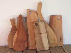 Planches à découper en bois De gauche à droite: hêtre, pommier, noyer, pommier, noyer, frêne et pommier