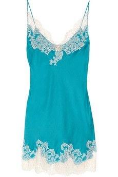 Add a touch of luxe to your lingerie drawer with Carine Gilson's exquisite cream lace-trimmed teal silk-satin chemise. Paired with the matching robe, this hand-stitched style will make for a romantic sleepwear look.