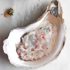 Highlands Oyster Mignonette by Saveur. Oysters raised in less-briny waters lack adequate salinity; chef Frank Stitt recommends serving them with a ramekin of this tart sauce made fizzy with the addition of prosecco. Fish Recipes, Seafood Recipes, Great Recipes, Cooking Recipes, Favorite Recipes, Seafood Dishes, Fish And Seafood, Mignonette Recipe, Tapas