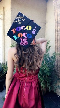 Coco Inspired Grad Cap – Looking for fun ways to decoration your graduation cap? Check out these great Disney themed decorating ideas! Disney Graduation Cap, Funny Graduation Caps, Graduation Cap Toppers, Graduation Cap Designs, Graduation Cap Decoration, Graduation Diy, Funny Grad Cap Ideas, Decorated Graduation Caps, Graduation Pictures