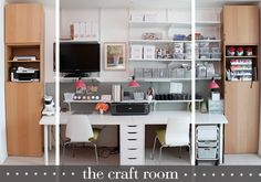 A Great Craft Room/Office/Guest Room from Damask Love via www.craftstorageideas.com