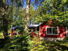 Das Ferienhaus in #Schweden direkt am See Haus Am See, My House, House Styles, Places, Cabins, Color, Home Decor, Red Houses, Sweden House