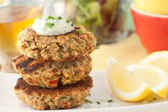 Salmon cakes with Tartar Sauce, in 15 minutes!