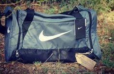 Bolso Nike Deportivo Gris, 35€.