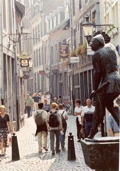 Maastricht - Op dit moment ben ik woonachtig in Maastricht. Amsterdam, Kingdom Of The Netherlands, Monaco, Park Around, Costa, Street Photo, Walking Tour, Great Places, France