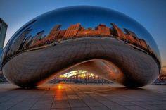 """Chicago,  """"Cloud Gate.""""   «Яйцо ртути» в Милениум парке, в центре Чикаго. Капля ртути массой в 110 тонн. Это Cloud Gate — американская государственная скульптура британского художника и скульптора Аниша Капура. Photo by Chris Coleman."""