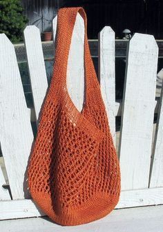 Aug 2019 - (Photo: bengalgirl) A great market bag with just one skein of Louet Euroflax Linen linen)! About the size of a plastic shopping bag, the Ilene Bag by Hannah Ingalls is stretchy yet sturdy an… Crochet Market Bag, Crochet Tote, Crochet Handbags, Crochet Purses, Knit Crochet, Crochet Shell Stitch, Crochet Pattern, Bag Pattern Free, Tote Pattern