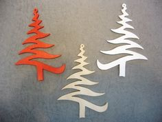 je vous présente 3 adorables sapins de Noël en bois, faits main bien sur, de 8cm de haut environ. ils sont fait dans du contreplaqué très léger et peuvent etre peints ou susp - 10961263