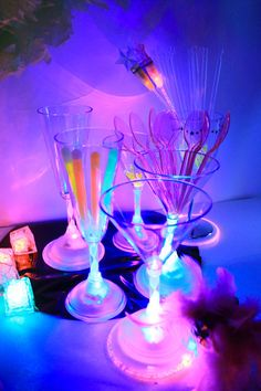 Theme Nouvel An, Deco Nouvel An, Glow Party, Party Ideas, Dark, Party, Gold Birthday, New Years Eve, Fall Winter