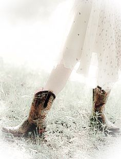 faded country Country Farm, Country Life, Country Style, Dresses With Cowboy Boots, Fade Color, Wild Child, Free Spirit, Cottage, Photos