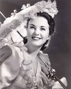 Deanna Durbin in Spring Parade Hollywood Icons, Hollywood Fashion, Golden Age Of Hollywood, Old Hollywood, Canadian Actresses, Classic Actresses, Deanna Durbin, Hollywood Costume, Beautiful Film