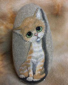 #60's #handpainted #paintedrocks #cat #bigeyes #rockinart58