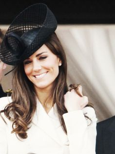 The Duchess of Cambridge is so beautiful. Love her expression. Amazing smile and style.