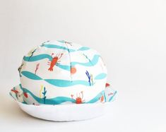 Summer hat for baby and todller with lobster and crab print. Original design and handmade in Portugal. Fun Bucket, Bucket Hat, Crab And Lobster, Summer Hats, Soft Dolls, Kids Hats, Sun Hats, Baby Hats, Baby Shower Gifts