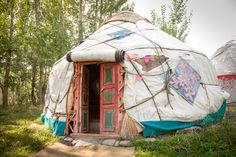 <b>Even if the thought of the great outdoors makes your skin crawl, these little canvas palaces will change that.</b> And if you already like sleeping under the stars, a feather bed and some bespoke cocktails will only make it better.