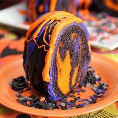 Halloween food ideas are a popular topic this season. If you want a fun dessert idea for your Halloween party, try this amazing Halloween Rainbow Party Bundt Cake Recipe. Orange, Purple, Black and chocolate all mix together into a fun, spooky dessert. Halloween Food For Adults, Creepy Halloween Food, Halloween Dinner, Halloween Drinks, Halloween Desserts, Halloween Food For Party, Halloween Treats, Fun Desserts, Halloween Halloween