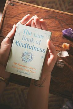 Little Book of Mindfulness Por Patricia Collard - Books - Livros I Love Books, Books To Read, My Books, Books To Buy, Book Club Books, Book Nerd, Reading Lists, Book Lists, Life Changing Books