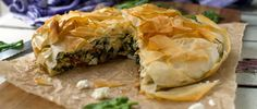 spinach and feta filo pie. This spinach and feta filo pie tastes just like the 'spanakopita' you get in Greece. Greek Recipes, Veggie Recipes, Cooking Recipes, Healthy Recipes, Pie Recipes, Vegetarian Cooking, Savoury Recipes, Veggie Food, Yummy Recipes