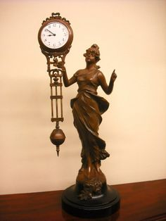A vintage German swinging mystery clock by Junghans. The real thing!